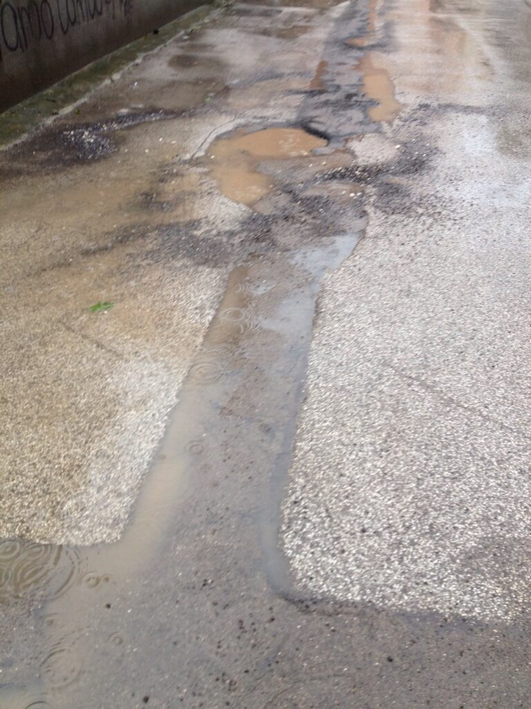 Aversa – Strade danneggiate da lavori metano (5)