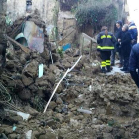 Marcianise – Crollo palazzo via San Giuliano 1