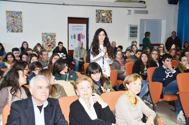 Caserta - Angioni al liceo Manzoni (5)