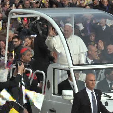 Papa Francesco a Napoli – l'arrivo a Scampia (21.03.15).Movie_Istantanea