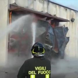Prato – incendio al Macrolotto