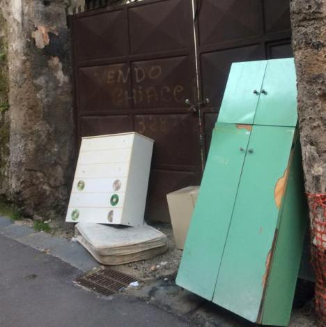 Carinaro – rifiuti in strada (3)