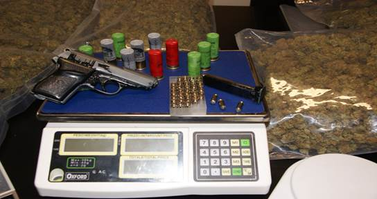 Trentola – In auto con sette chili di marijuana, arrestati (2)