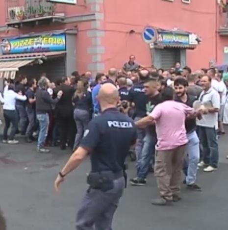 Napoli, uomo spara a Secondigliano