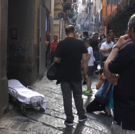 Carabiniere uccide moglie e figlia a Napoli, poi si suicida