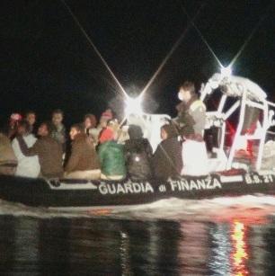 Immigrati tratti in salvo dalla GdF