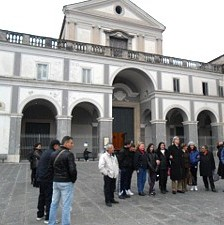 Sgarbi_piazza_Carita
