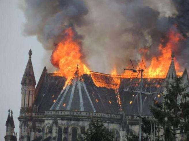 Nantes – incendio basilica