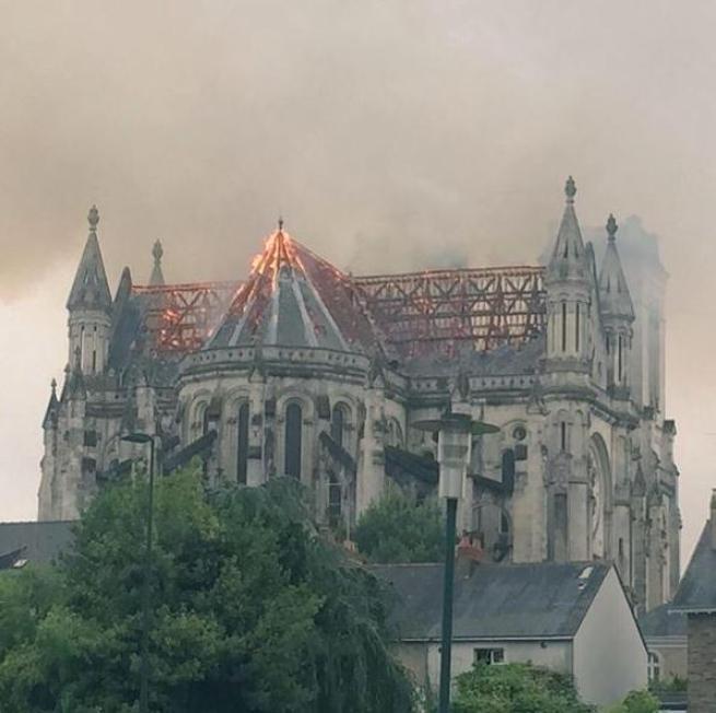 Nantes – incendio basilica4