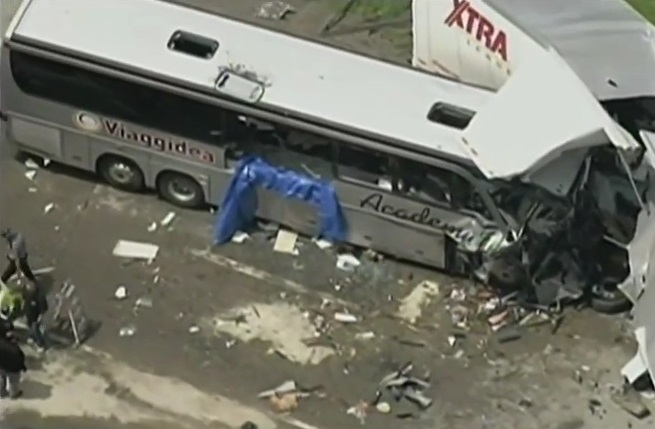 Usa – bus italiano incidente (7)
