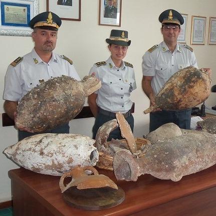 Foto sequestro anfore in Castellabate