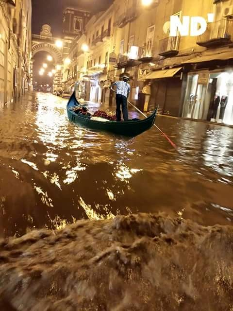 Via Roma gondola