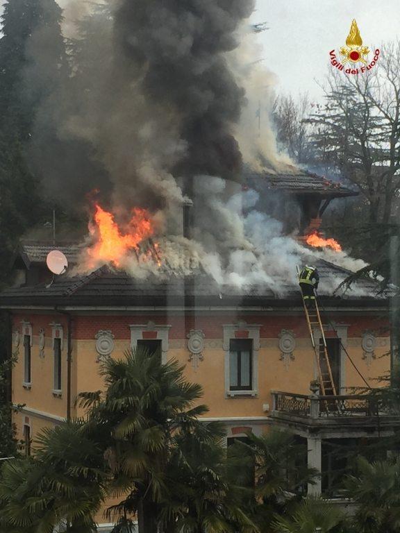 varese incendio villa liberty (1)
