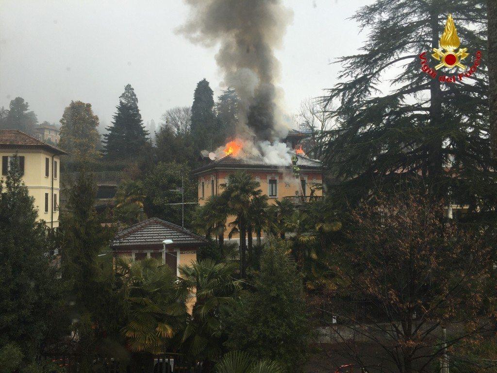 varese incendio villa liberty (2)