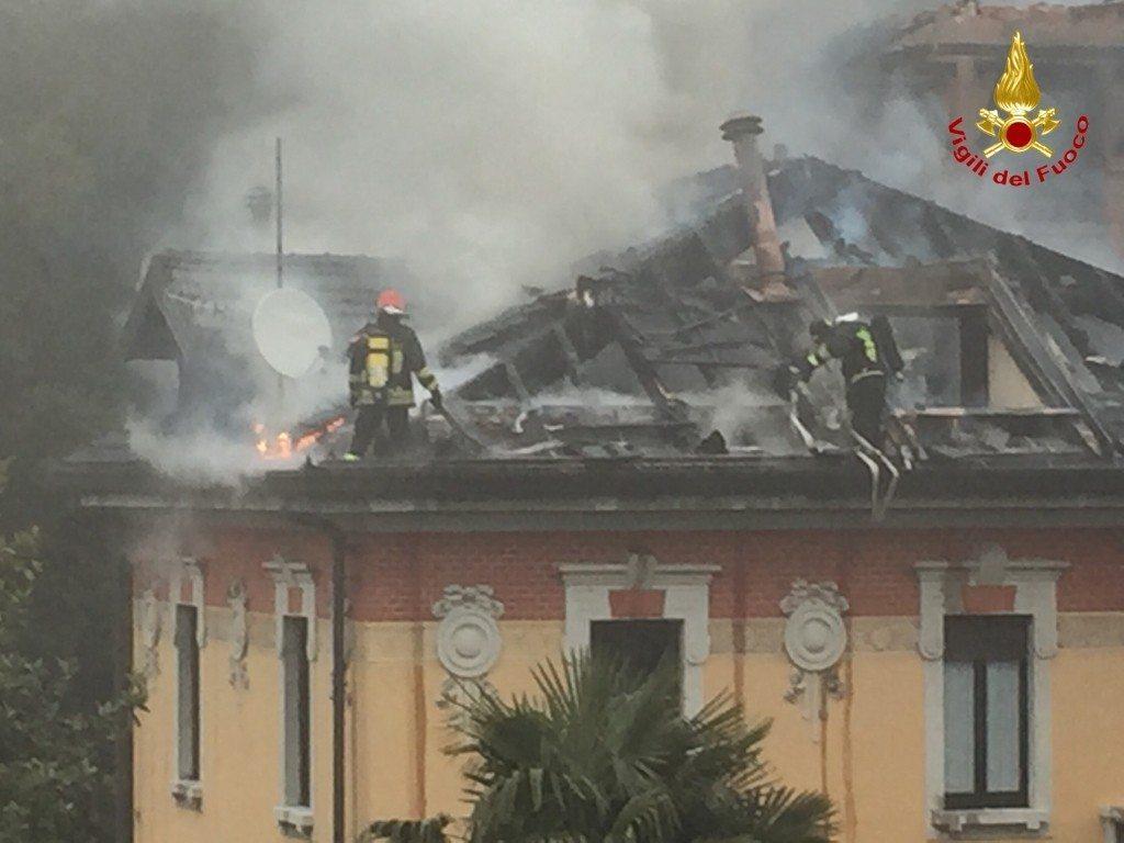 varese incendio villa liberty (3)