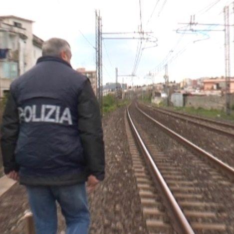 treno binario polizia