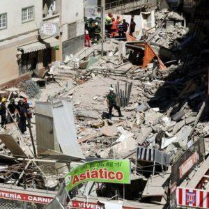 Tenerife crolla palazzo di 4 piani due morti dispersi for Palazzo a 4 piani