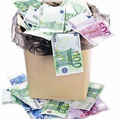 soldi sprechi spazzatura