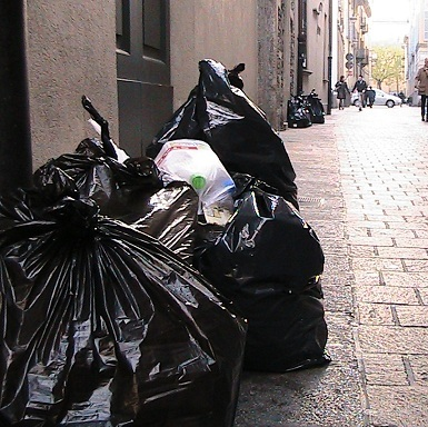 sacchi neri rifiuti