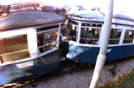 scontro frontale tram