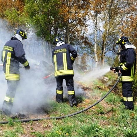 vigili incendio sterpaglie