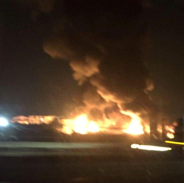 Brucia fabbrica tra Melito e Casandrino: nube tossica visibile da chilometri
