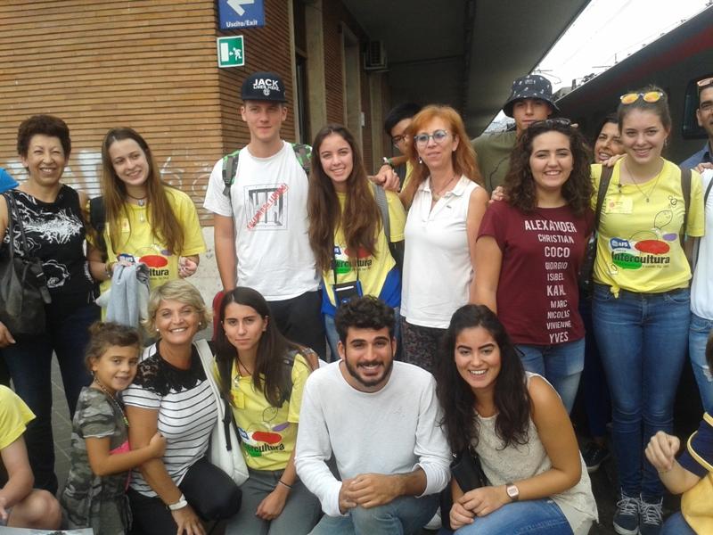 studenti AFS in giallo