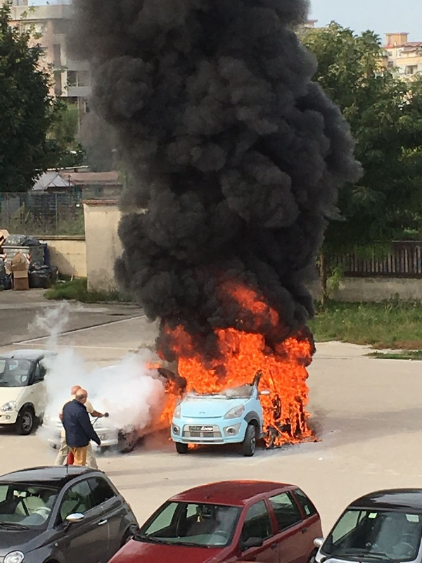 incendio auto (2)