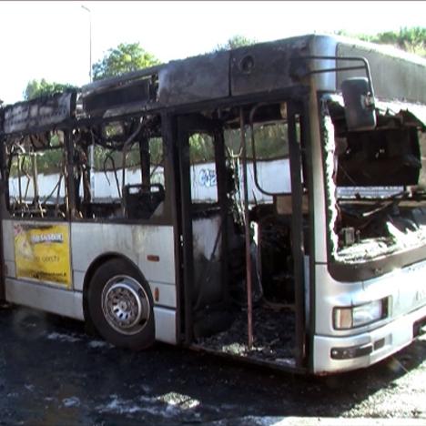 autobus-in-fiamme