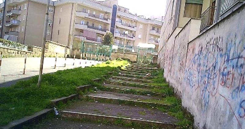 scale scuola parente lato via di giacomo