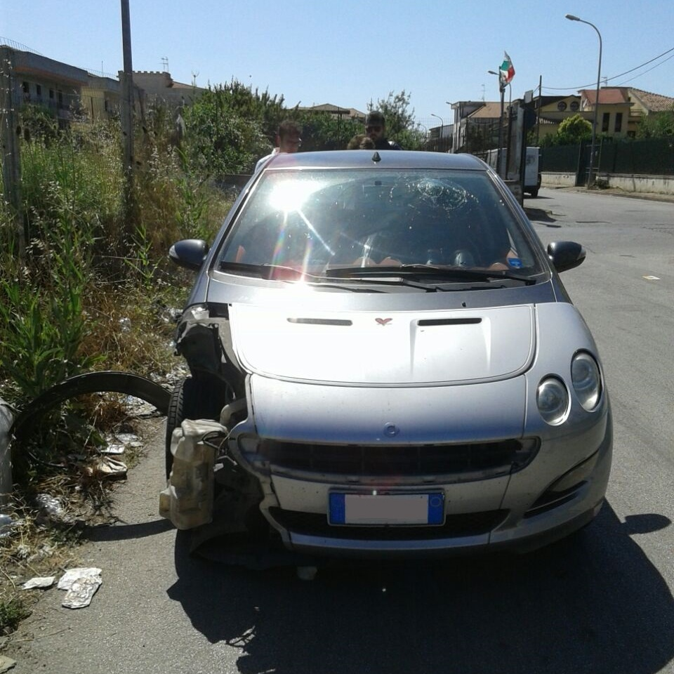 gricignano incidente smart (4)