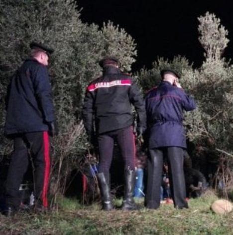 carabinieri cadavere campo