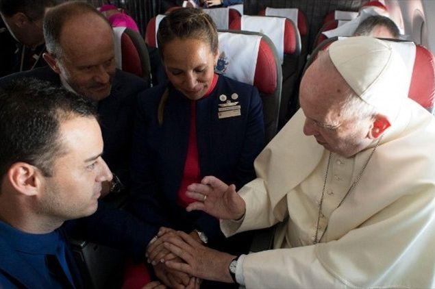 sposi volo papa francesco cile (2)