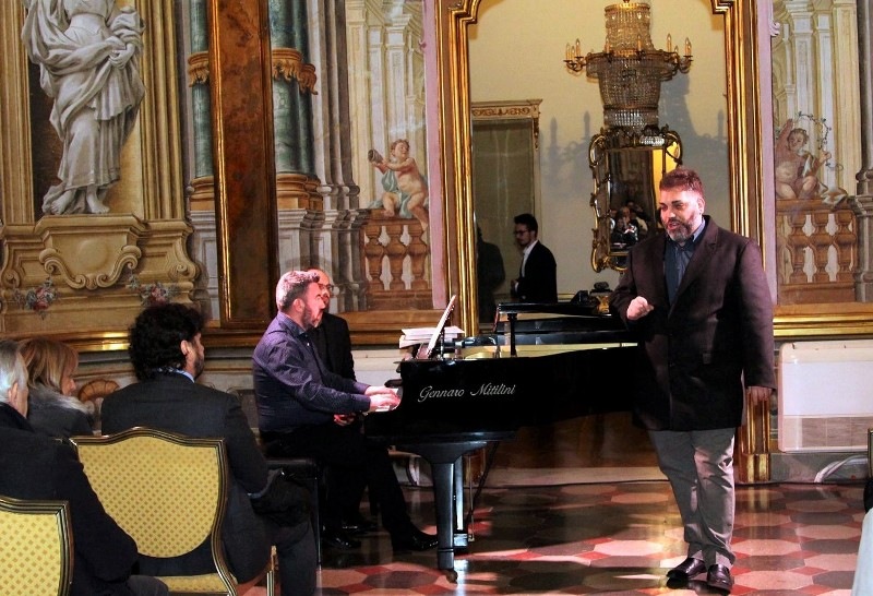foto con Andrea Carnevale e Davide Dellisanti al pianoforte