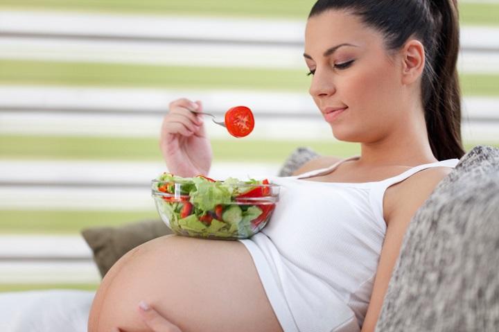 donna incinta vegana