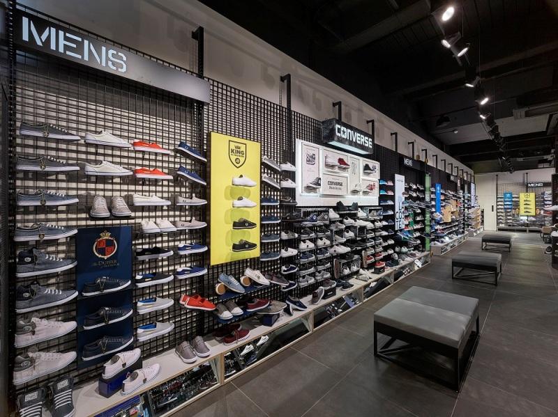 """new product ee8cc 22e65 JD Sports, il re delle scarpe sportive arriva al centro """"Campania"""" in  palio 1000 euro - Pupia.tv"""