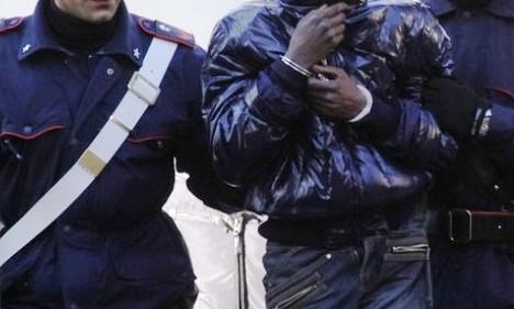 arresto carabinieri africano