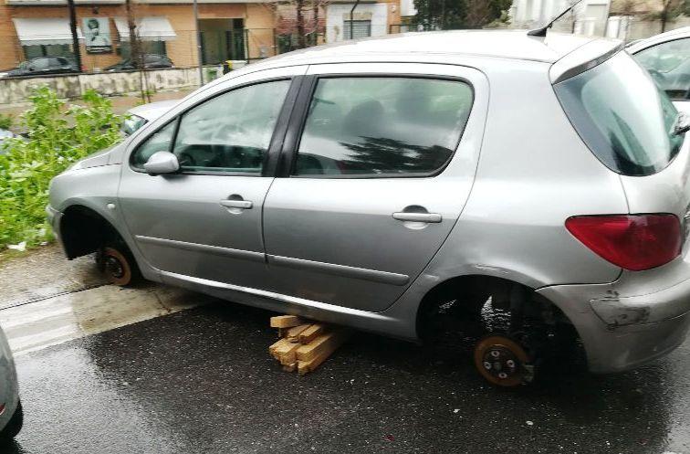 auto furto ruote