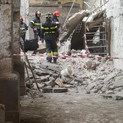 crollo monastero napoli (1)