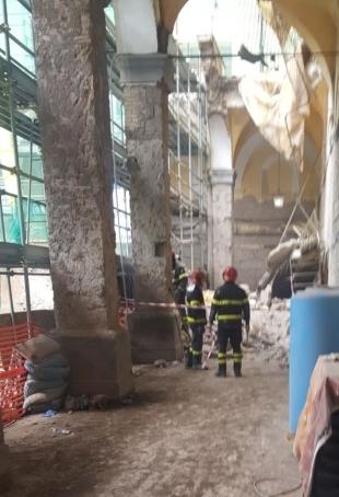 crollo monastero napoli (5)