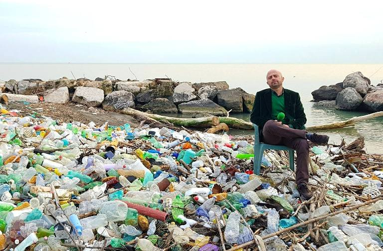 luca abete plastica spiaggia