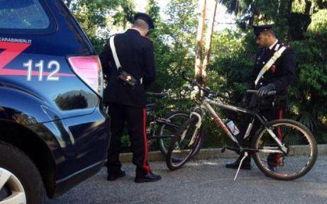 rapina bicicletta carabinieri