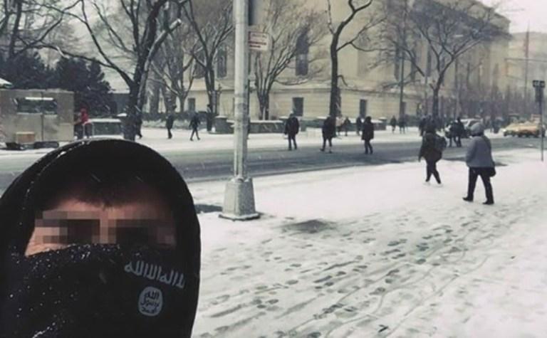 Selfie ritoccato da Isis, turista sardo nei guai con l'FBI