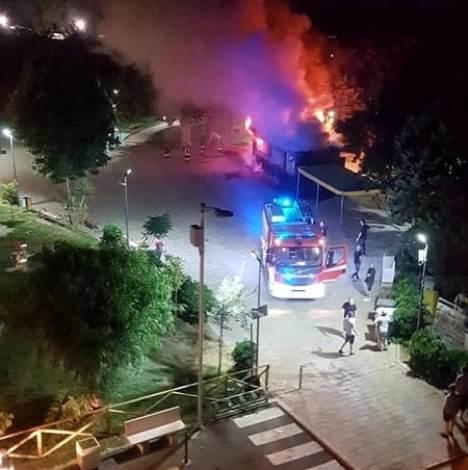 incendio trentola chiosco piazza pertini