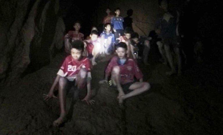thailandia-ragazzini-grotta