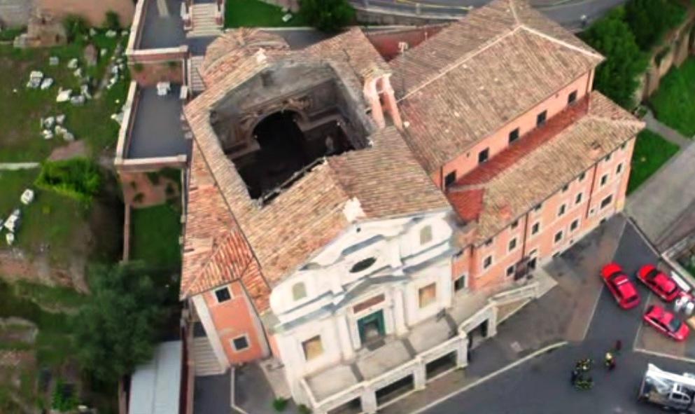 chiesa roma crollo