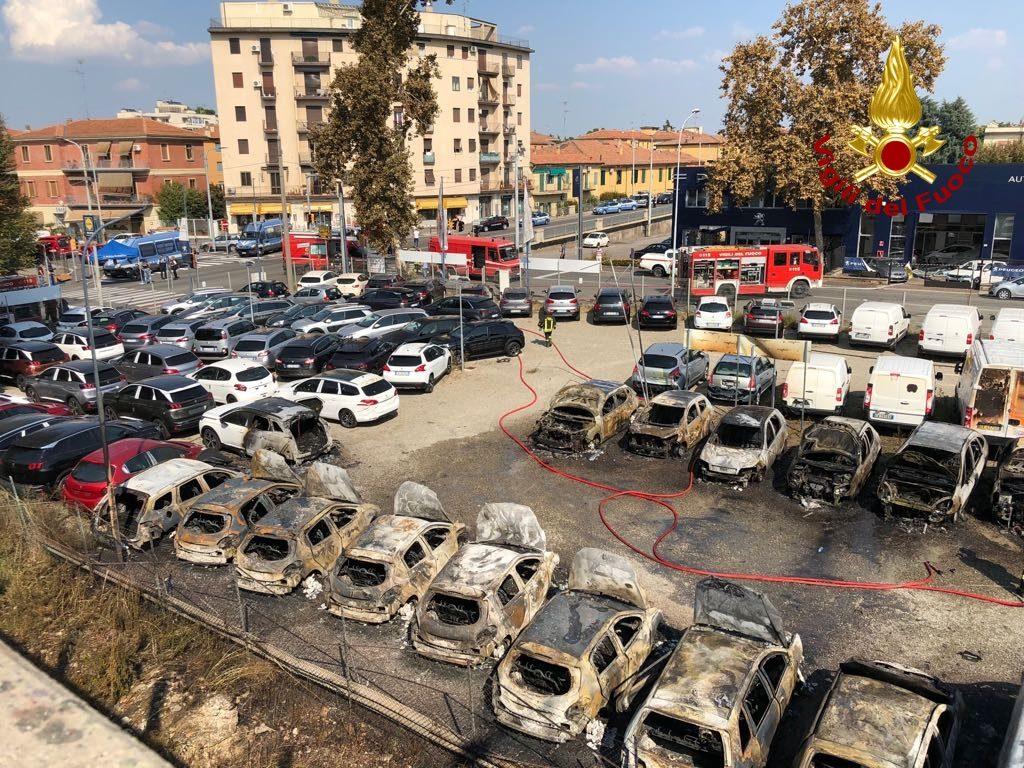 incendio borgo panigale bologna cisterna (3)