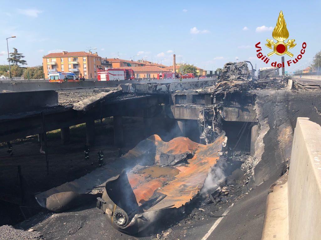 incendio borgo panigale bologna cisterna (5)