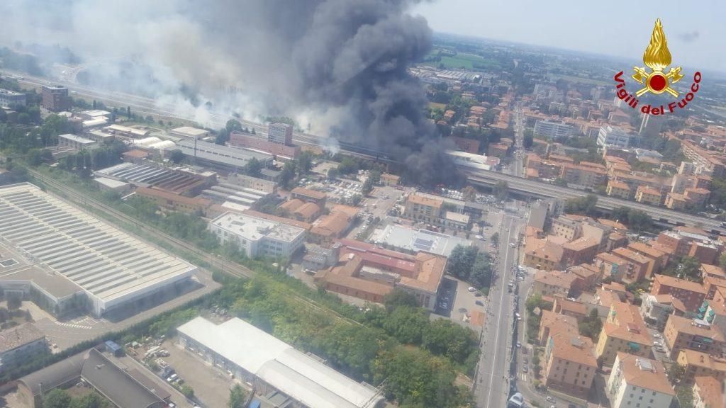 incendio borgo panigale bologna cisterna (7)