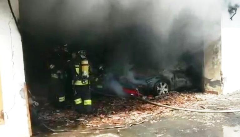 incendio garage auto